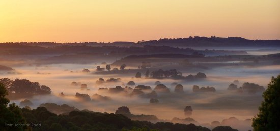 Clunes, Australia: early morning mist