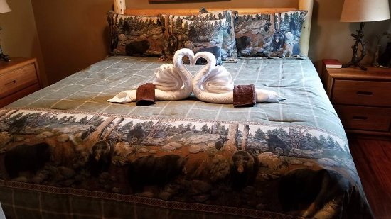 The Summit of Gatlinburg: Nice touch in master bedroom