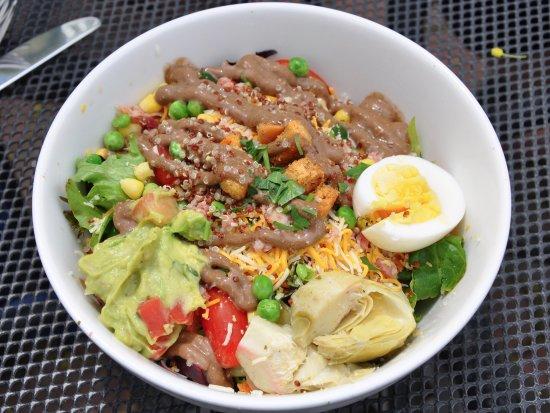 Wethersfield, كونيكتيكت: Lucky Lou's Bar and Grill - San Diego Salad - BIG Salad