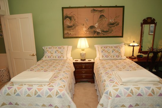 Center Harbor, Nueva Hampshire: White Lotus Suite with 2 Twin Beds configuration