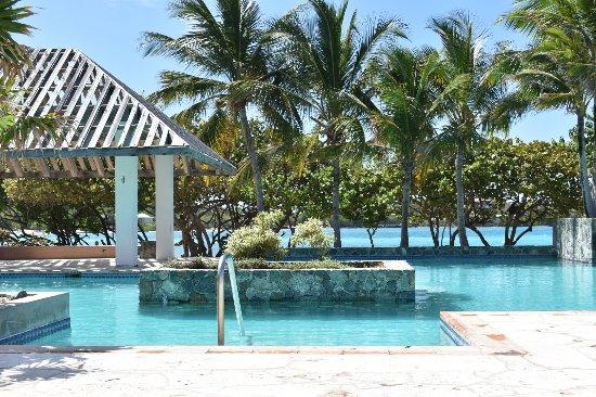 Sapphire Beach Resort: Pool
