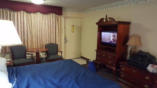 Continental Inn: Room entrance, table, chairs, TV, dresser