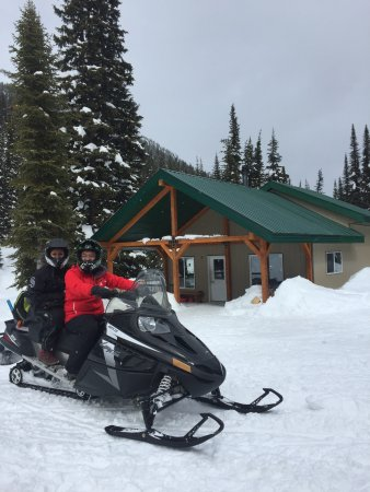 Family snowmobile trail tours in Golden BC Canada!  Amazing guides and locations!