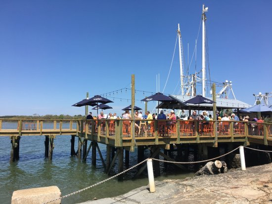 On the dock at hudson 39 s picture of hudson 39 s seafood for Fish restaurant hilton head