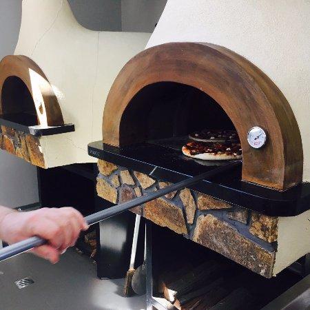 Keilor, Australia: Woodfire Pizza Ovens
