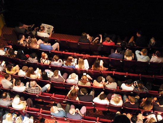 Playhouse Theatre: ドレスサークルから見たストールの客席