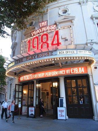Playhouse Theatre: 劇場外観
