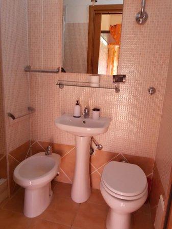 B&B Alghero Republic: bagno camera con balcone , bathroom of room with balcony