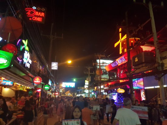 Patong Resort: 20170503_211739_large.jpg