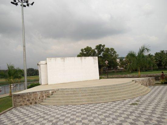 Tripunithura, India: at the park ..