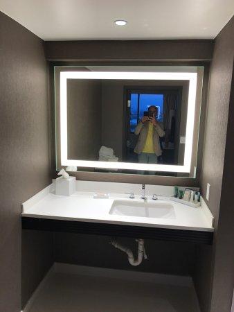 Hilton Woodland Hills/Los Angeles: Big modern suite
