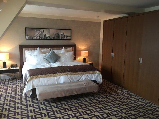 「アデン ホテル シュプルーゲンシュロス」の画像検索結果