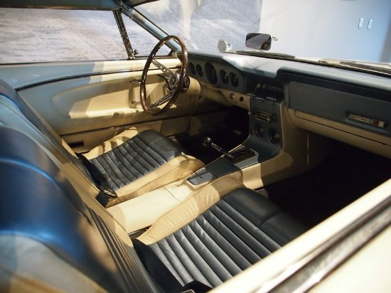America on Wheels Museum : No airbag, no soft dash, lap belts.