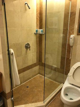 Kaiping, Chine : bathroom isn't dirty
