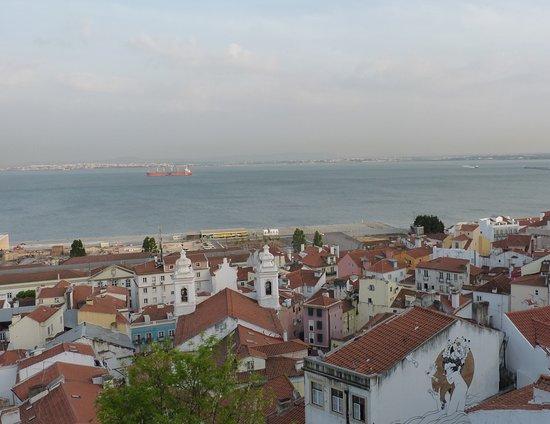 Miradouro de Santa Luzia: vue sur le tage depuis santa lucia