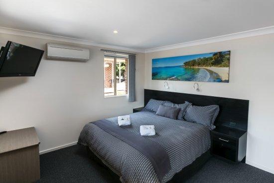 Vincentia, Australia: Standard