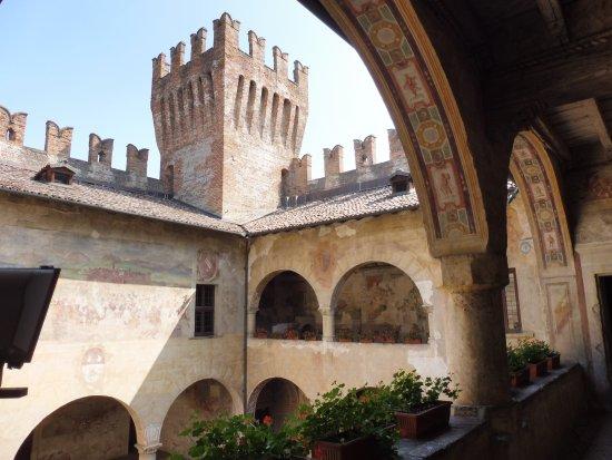 Castello di Malpaga: affreschi