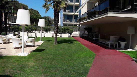 Giardino picture of hotel sporting rimini rimini for Giardino rimini