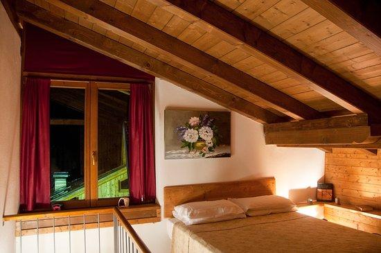 Cassana, Италия: 5 appartamenti di diverse grandezze in stile trentino con un pizzico di arredo toscano vi aspett