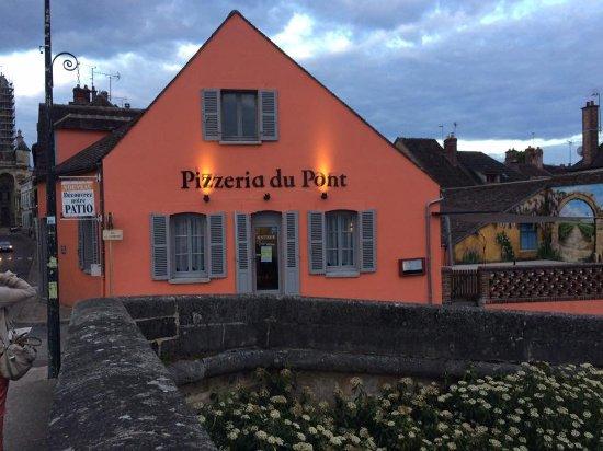 Restaurant et pizzeria du pont villeneuve sur yonne - Office du tourisme villeneuve sur yonne ...