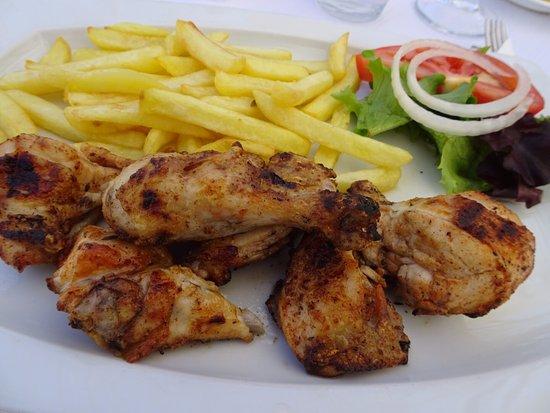 Moncarapacho, Portugal: BBQ frango (chicken).