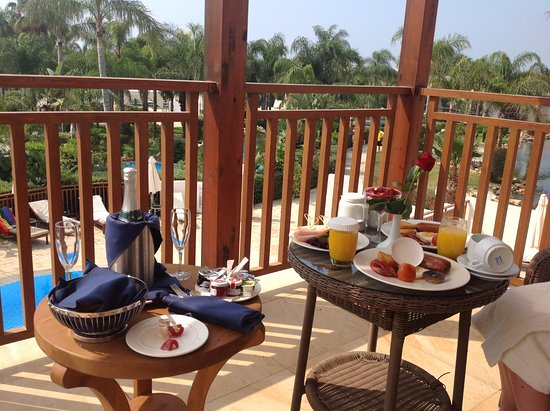 Olympic Lagoon Resort: Our champagne wedding breakfast which was delivered to us the morning after