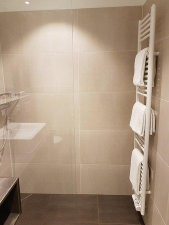 Offene Dusche Und Das Bad Bleibt Tatsächlich Trocken Picture Of
