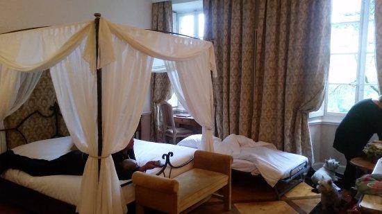 2 me chambre avec chambre s par e et vrai lit photo de chateau des comtes de challes challes. Black Bedroom Furniture Sets. Home Design Ideas