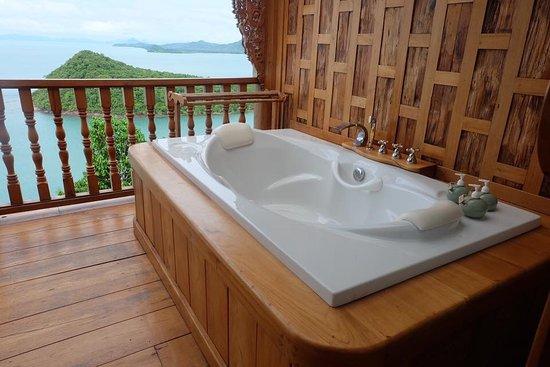 jacuzzi bild von santhiya koh yao yai resort spa ko yao yai tripadvisor. Black Bedroom Furniture Sets. Home Design Ideas
