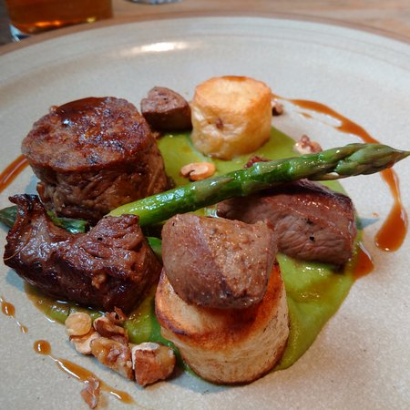 Newborough, UK: Get the lamb.