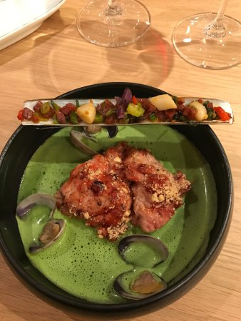 Chambolle-Musigny, Франция: Je vous conseille vivement d'aller déguster le menu dégustation au millésime !!! Établissement o