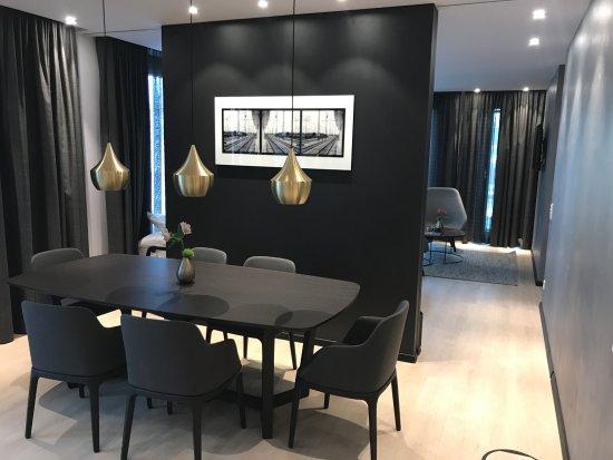 Radisson Blu Hotel: Business Suite: Esszimmer  U003e Wohnzimmer