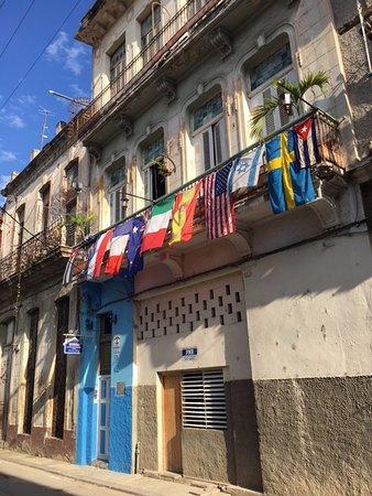 Casa Colonial 1715: esterno sulla strada