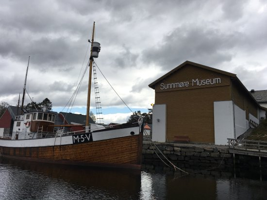 Sunnmoere Museum: Nice museum to know the Norwegian history a bit.