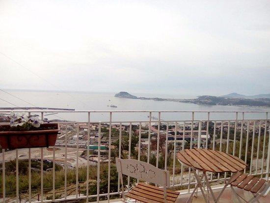Vista Dalla Terrazza Che Affaccia Sui Campi Flegrei Foto