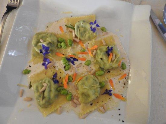 Roccalbegna, Italy: tortelli di ricotta e ortica, oltre che buoni anche molto coreografici!