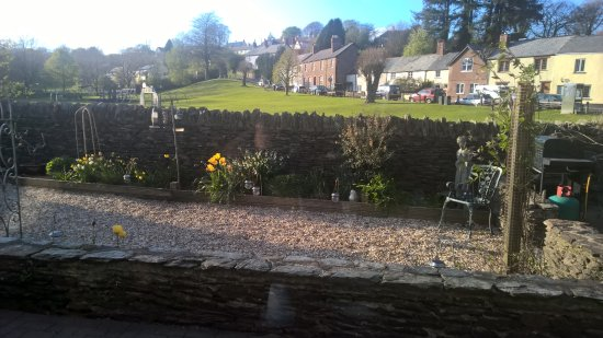 Exmoor Lodge Guest House: walled garden and the green