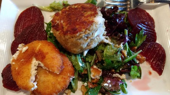 Bear, DE: Crabcake on salad