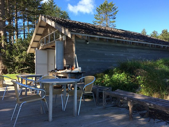 Pinetrees Lodge: Pinetrees Boatshed - a place to enjoy the sunset.