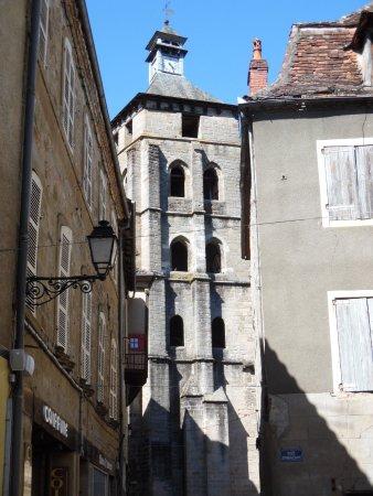 Beaulieu-sur-Dordogne, Γαλλία: Turm von St. Pierre