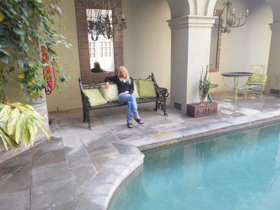 Bienville House: la pileta es climatizada, el jardin es muy bonito