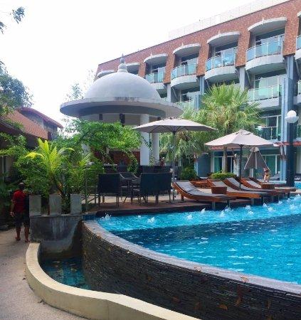 Ramaburin Resort: Nice big lagoon pool with a bar !