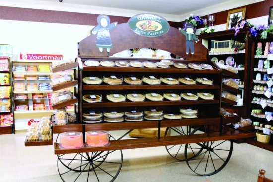Grabill, IN: The in store pie cart
