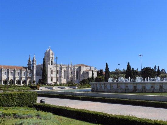 vu de l exterieur picture of jeronimos monastery lisbon tripadvisor