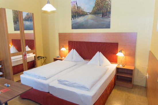 Hotel-Pension Lehrerhaus: Double Room Economy, SinkinRoom, shared Bath Room/WC, free WIFI