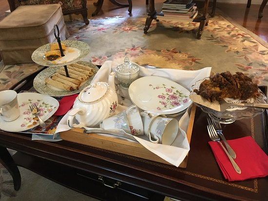 Arbor View House Bed & Breakfast: An unexpected surprise, afternoon tea reception.