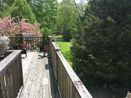 East Marion, NY: Quiet secluded balcony upstairs