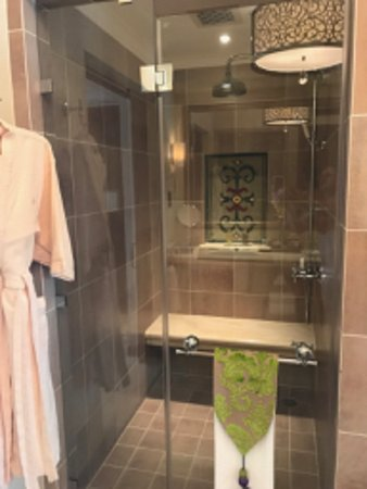 Residence & Spa at One&Only Royal Mirage Dubai: Shower