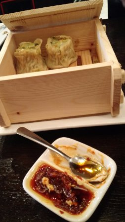 Hoffman Estates, Илинойс: Forgot the name of the dish, but dim-sum or momo-liked steamed appetizers - milder in flavor