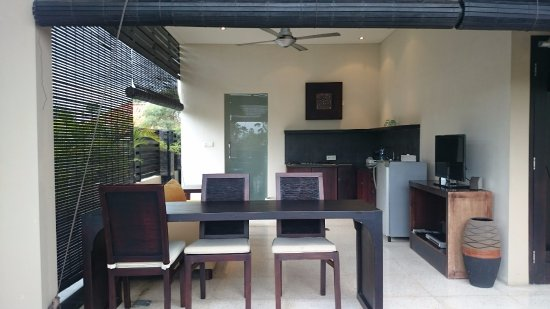 Alam Warna: オープンエアのリビングキッチン